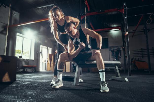 musculation à deux sur banc
